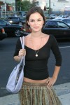 rachel bilson see through shirt 1 4 100x150 rachel bilson see through shirt